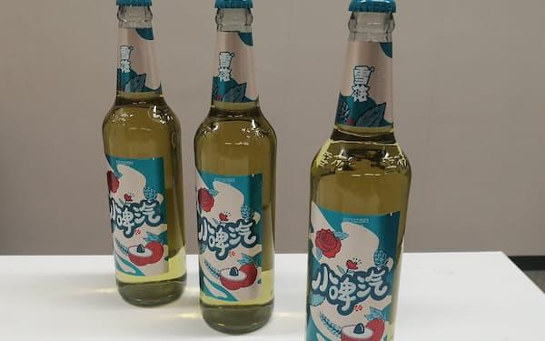 華潤ビールが発売したビール風のノンアルコール飲料(12日、遼寧省大連市)