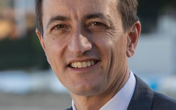 Dave Sharma 外交官から政界に転じる。議会では条約に関する合同常任委員会の委員長を務め、ミャンマーに関する議会調査を率いる。