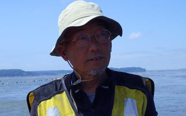 北海道のカキ漁師、中嶋均さん(2018年)らは20年以上前から養殖場がある厚岸湖に流れ込む河川の上流部に植林をしている。
