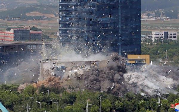 爆破された開城の南北共同連絡事務所(2020年6月)=朝鮮中央通信・ロイター