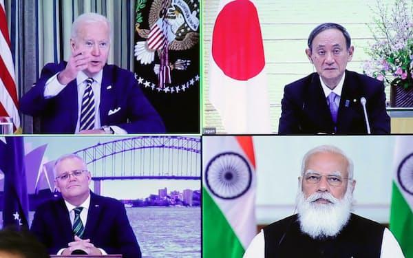 オンラインで開催された日米豪印首脳協議の冒頭、あいさつするバイデン米大統領ら4カ国首脳(3月12日、首相官邸)