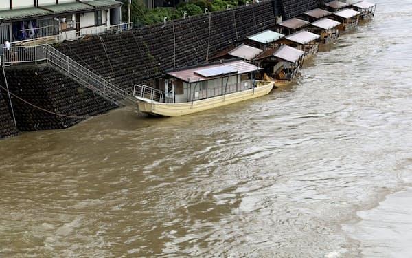 東海地方は過去2番目に早い梅雨入りとなった(21日、増水した岐阜市の長良川)