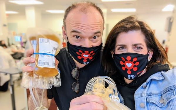 新型コロナの患者と医療機関を結ぶための団体を創設したダイアナ・ベレントさん(右)とブロードウェー役者で罹患(りかん)したダニー・バースティンさん