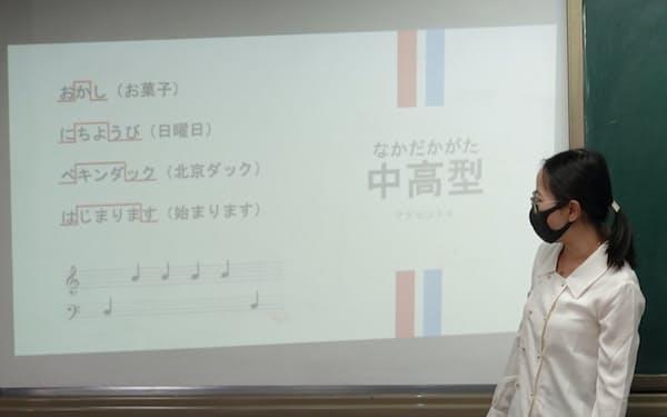 日本語を第一外国語として教える北京市月壇中学での授業風景