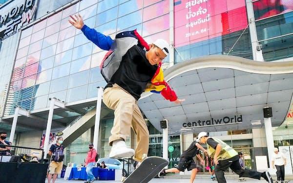 商業施設は相次いでスケボーなどの専用スペースを開放(2月、バンコク)