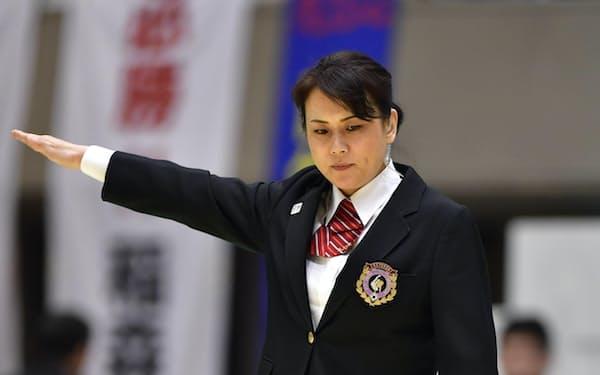 人生経験を積み、裁くときの心境も変わってきた(2017年の全日本女子柔道選手権)