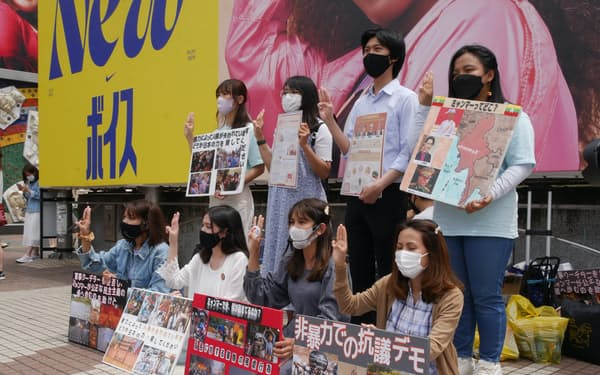 週末になると在日ミャンマー人が都内各地で抗議活動を展開している(5月下旬、東京・渋谷)
