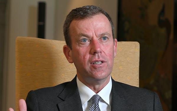 インタビューに答えるオーストラリアのテハン貿易・観光・投資相(17日、都内)
