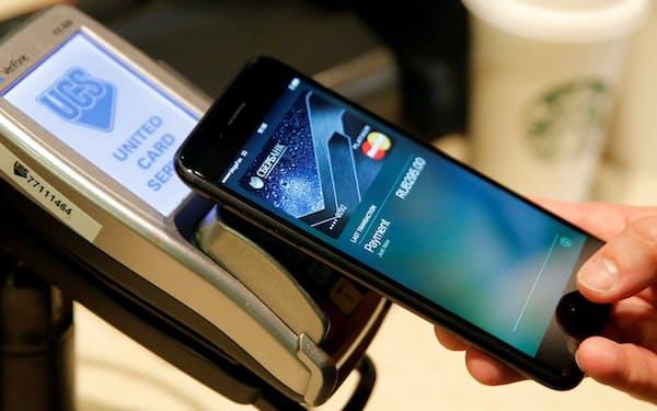 アップルの電子決済サービス、アップルペイはモスクワのカフェでも利用されている=ロイター