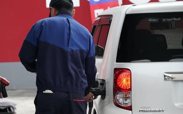 「密」を避けられる車移動に底堅い需要がある(千葉県の給油所)