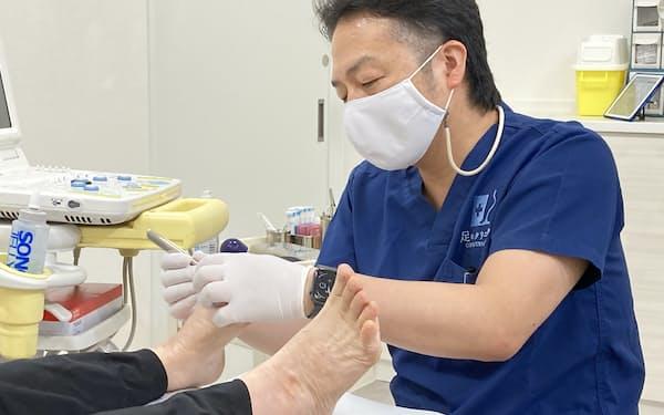 足のクリニック表参道には「おこもり足」の患者が多く訪れる(7月、東京都渋谷区)