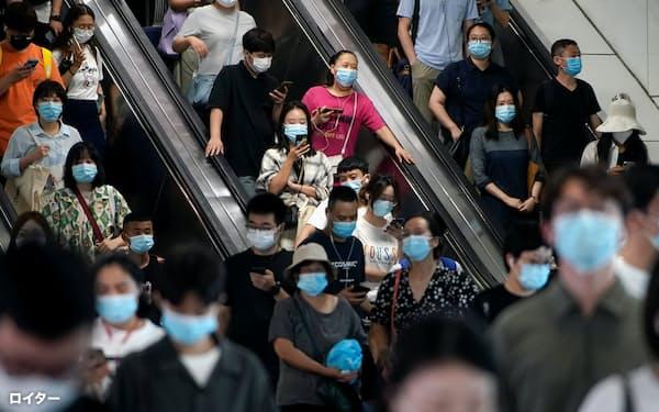中国では新型コロナウイルスのワクチン接種率は低くないものの、免疫獲得率は高くないとの見方もある=ロイター