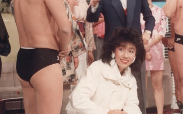 入社2年目に「オレたちひょうきん族」に出演。当時は女子アナにスタイリストがつかず、自ら衣装を借りていた