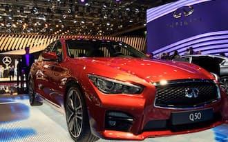 「メルセデス・ベンツ」と「インフィニティ」はパリ国際自動車ショーで隣り合わせで出展