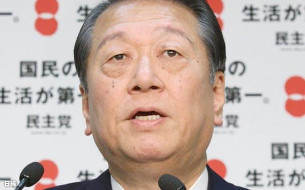 記者会見する民主党の小沢幹事長(3日午後、東京都千代田区)