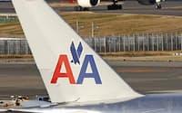 米アメリカン航空機(手前)と日本航空機=成田空港