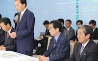 口蹄疫対策本部会合であいさつする鳩山首相(19日午後、首相官邸)