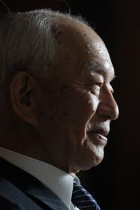 西川善文(にしかわ・よしふみ)1938年8月生まれ。 住友銀行時代には経営難に陥った安宅産業の処理に携わるなど若くして頭角を現し、頭取としても財閥を越えて、さくら銀行との合併を断行。その辣腕ぶりから「最後のバンカー」の異名を持つ。民営化のために日本郵政社長に就いたが、政府の路線転換で辞任を決意した。「怖い上司」と恐れられたが、仕事を離れれば気配りの人。