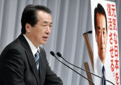 記者会見で民主党の参院選公約を発表する菅首相(17日午後、東京都港区)