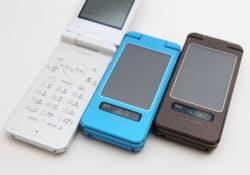 KDDIが発表した携帯電話「SOLAR PHONE SH007」。気圧センサーを搭載している