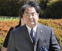 大阪地裁に入る大阪地検特捜部の前田恒彦容疑者(10日)