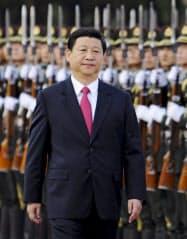 外国首脳の歓迎式典に臨む中国の習近平国家副主席(8月、北京)=共同