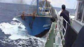 尖閣諸島沖の中国漁船衝突事件のビデオとみられる映像の写真(「ユーチューブ」から)