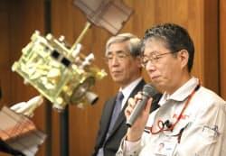 あかつきの軌道投入失敗を発表するJAXA担当者(8日、神奈川県相模原市)