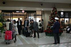 東北新幹線の全線開業で、航空路の利用者は減少が懸念される(12月4日、青森空港)