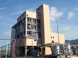 植物由来のポリカーボネート樹脂を生産する三菱化学の試験設備(北九州市の黒崎事業所)