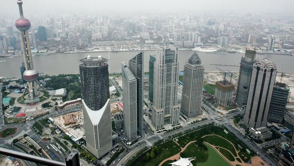 広がる米「独り勝ち」のひずみ 香港で金利急騰