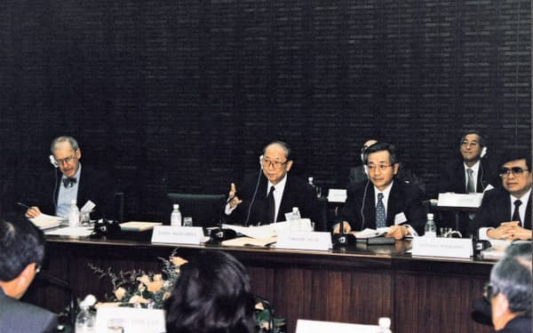 EMEAP東京会合で(96年7月、前列右から2人目が本人、その隣が松下総裁)