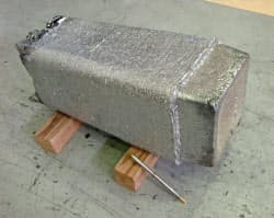 純度99.999%、重量約80キログラムの超高純度鉄(超高純度金属材料技術研究組合長崎試験場で)