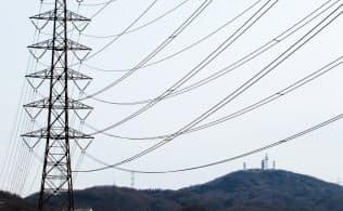関西と関東は送電線でつながっているが…(大阪府大東市)