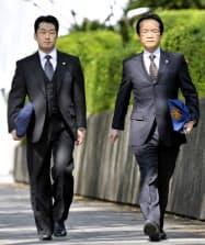 大阪地検特捜部資料改ざん事件の判決公判で、大阪地裁に向かう最高検の検事ら(12日午前)=共同