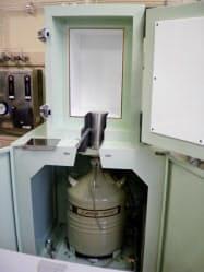 ゲルマニウム放射能計測器。食品の中に含まれる放射能などを厳密な環境下で計測する
