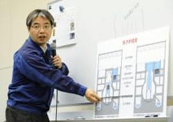 記者会見で福島第1原発1号機について説明する東京電力の担当者(14日、東京・内幸町の本店)=共同