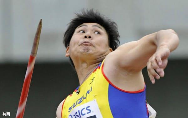 男子やり投げ、82メートル75で12連覇を達成した村上幸史(12日、熊谷スポーツ文化公園陸上競技場)=共同
