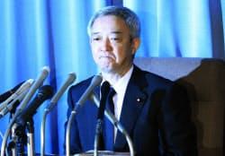 菅首相に辞意を伝え、記者会見する松本龍復興相(5日、東京・霞が関)