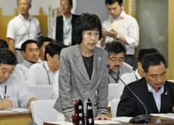 北海道議会特別委員会で質問に答える高橋知事(16日、札幌市)=共同