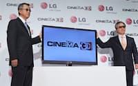 LG電子は独自の3D映像方式を採用した新製品を発表(6月15日、東京都内)