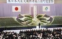 多くの遺族らが集まった宮城県南三陸町の慰霊祭(11日午前)=写真 湯沢華織