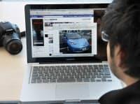 日産自動車は顧客との接点のひとつとして積極的にフェイスブックなどのソーシャルネットワークを活用する(横浜市西区)