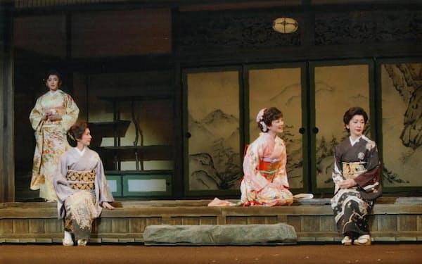 左から水野真紀、賀来千香子、中越典子、高橋恵子
