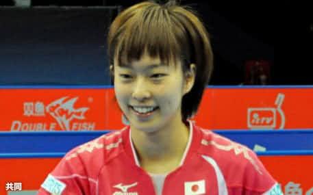 U-21女子シングルスで初優勝し、ガッツポーズの石川佳純(25日、ロンドン)=共同