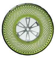 ブリヂストンが開発した空気がいらない新型タイヤ