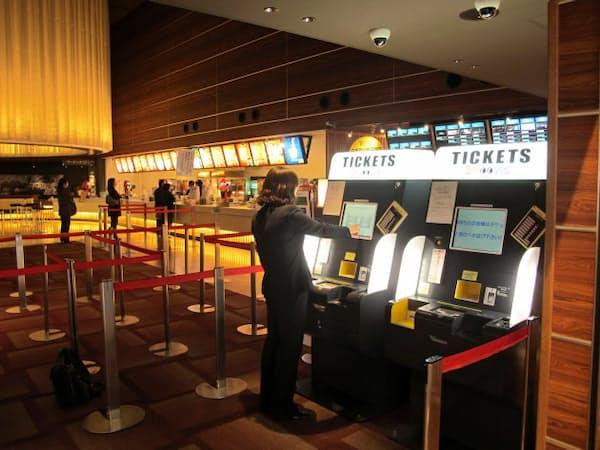 シネコンに自動券売機を導入し顧客サービスを向上(広島県福山市)