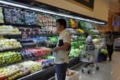 2011年3月に開店した外国人・富裕層向けのスーパーは品ぞろえが豊富(ヤンゴン)
