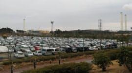 1日に3000~3500人の作業員が原発事故対応に当たる。前線基地「Jヴィレッジ」の駐車場は満杯