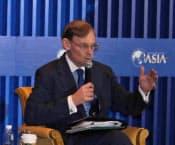 世界銀行が中国の市場経済化を求めた報告書を発表したことで、ゼーリック総裁は博鰲アジアフォーラムで非難を浴びた(3日)